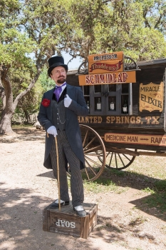 Snake-oil_salesman_Professor_Thaddeus_Schmidlap_at_Enchanted_Springs_Ranch,_Boerne,_Texas,_USA_28650a